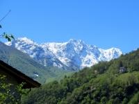 Intragna, panorama sul Monte Gridone recentemente innevato (aprile 2017)