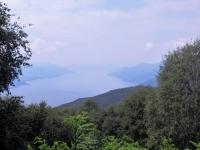 Panorama sul lago Maggiore in una giornata con parecchia foschia (purtroppo)