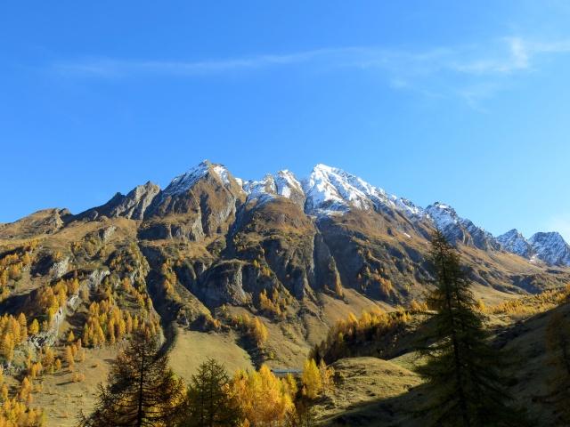 Alpe Cristallina ai piedi del Madone e del Pizzo Sella