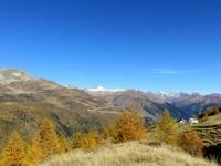 In direzione dell'Alpe Stabiello Grande - panorama sul passo del Gottardo