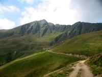 Strada per l'Alpe di Piazza Vacchera - sullo sfondo il Pizzo di Gino