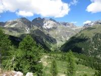 Vista sull'alpe Prza-Tessanaz dal bivio a quota 2.240 per i Rifugi Cuney e Magià