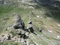 Il sentiero di cresta per la passeggiata sulla vetta del Monte Morion