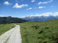 Lo sterrato che scende a valle dall'alpe Tsa de Fontanay
