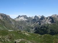 La catena montuosa che racchiude la parte terminale della Valle  di St. Barthélemy