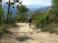 Lunga discesa in Val Nervia da Gola di Gouta in direzione di Ventimiglia